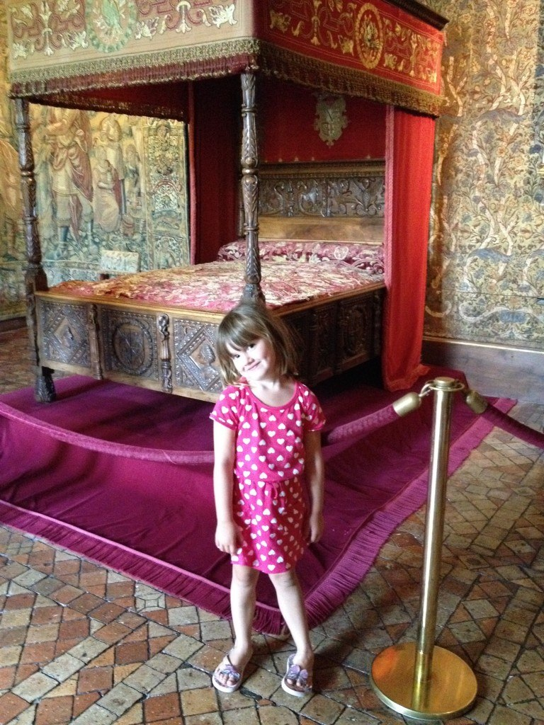 S checking out Catherine Medici's bedroom