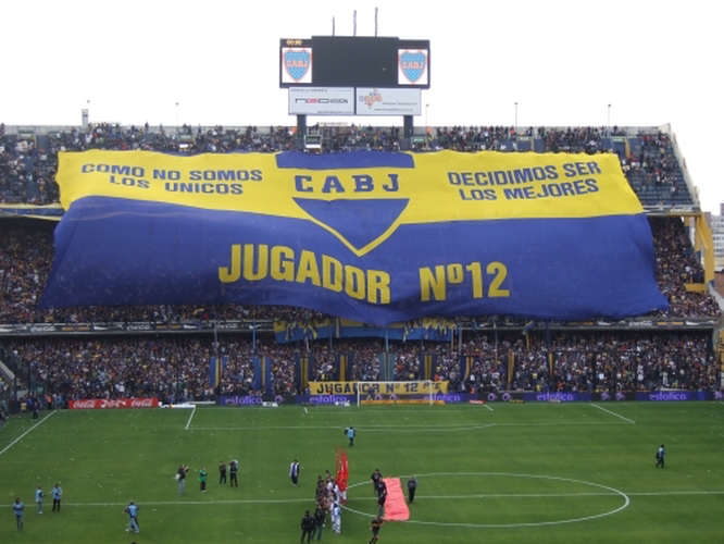 Boca fans unravelling the 12th man banner before the match