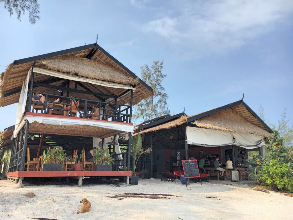 The bar and restaurant at Secret Paradise Resort