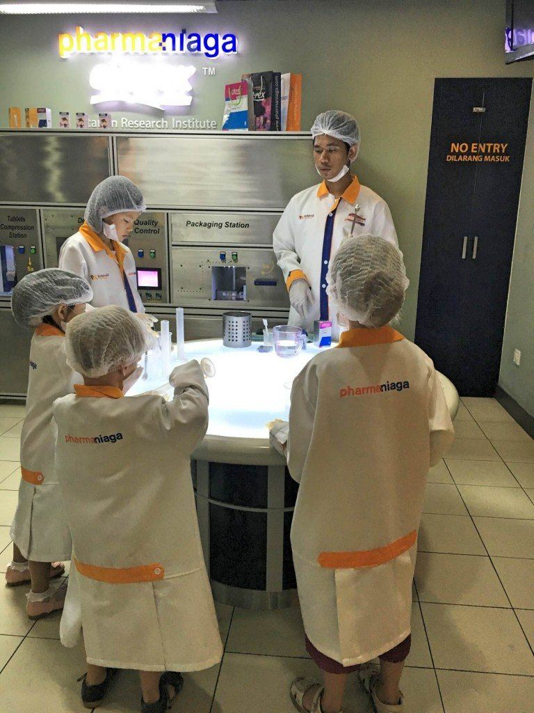 If you can get your hands on cheap Kidzania tickets then it's so much fun to pretend to be a scientist.