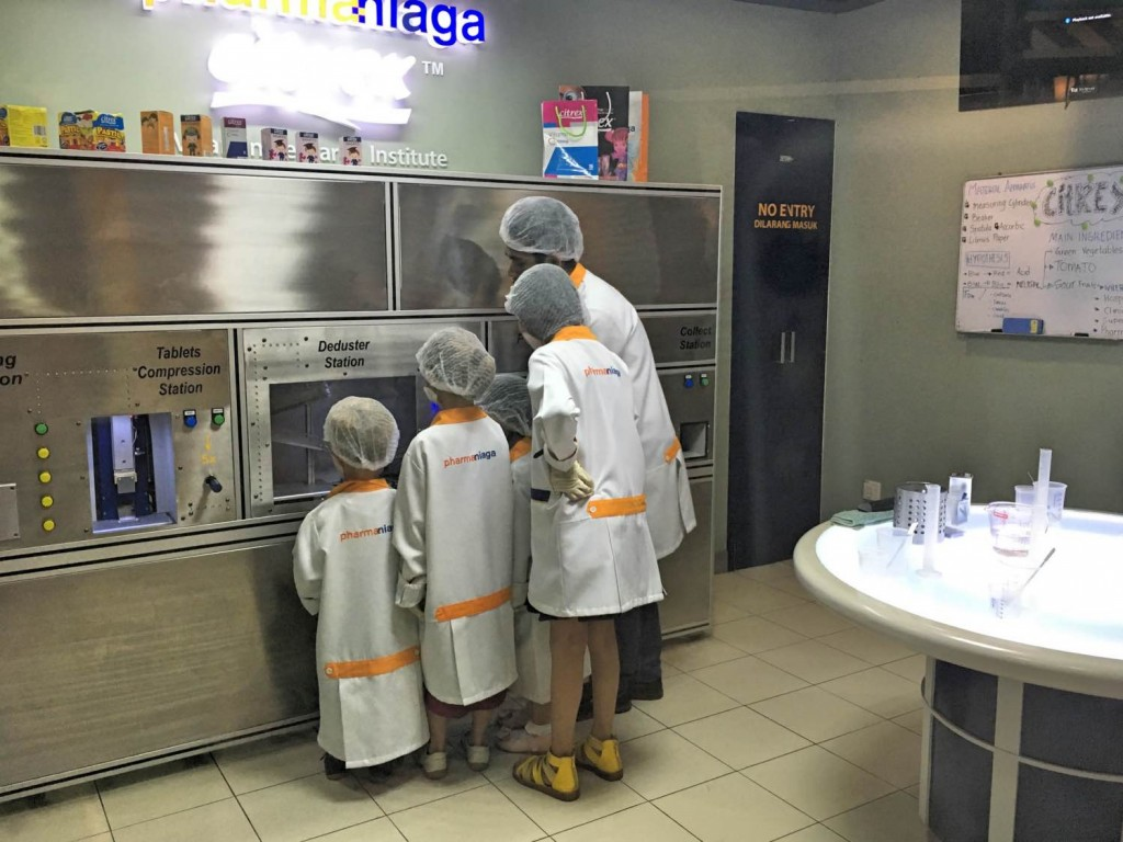 Kidzania Malaysia opening hours are good meaning there's plenty of time to play at being a scientist.